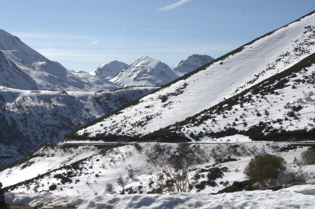 Las cimas del alto Somiedo desde el mirador sito en el puerto de la Ventana.