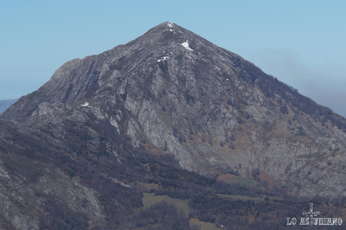 Zoom hacia el pico Pierzu.