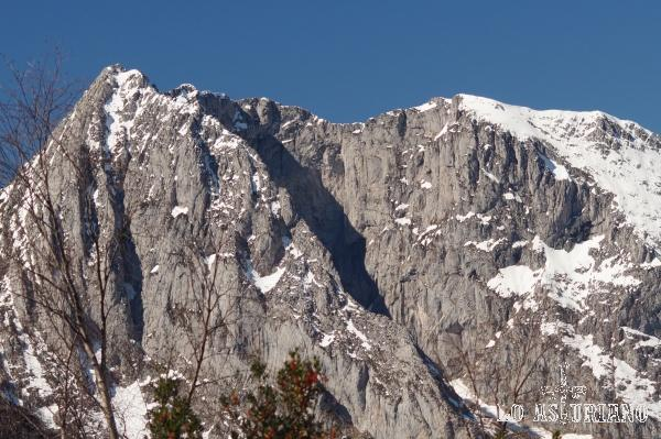 Zoom hacia el pico Tiatordos.