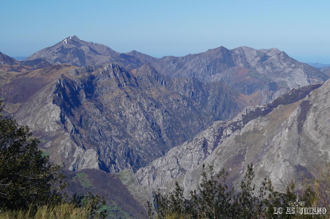 Cumbres del entorno de Taranes y Carangas.
