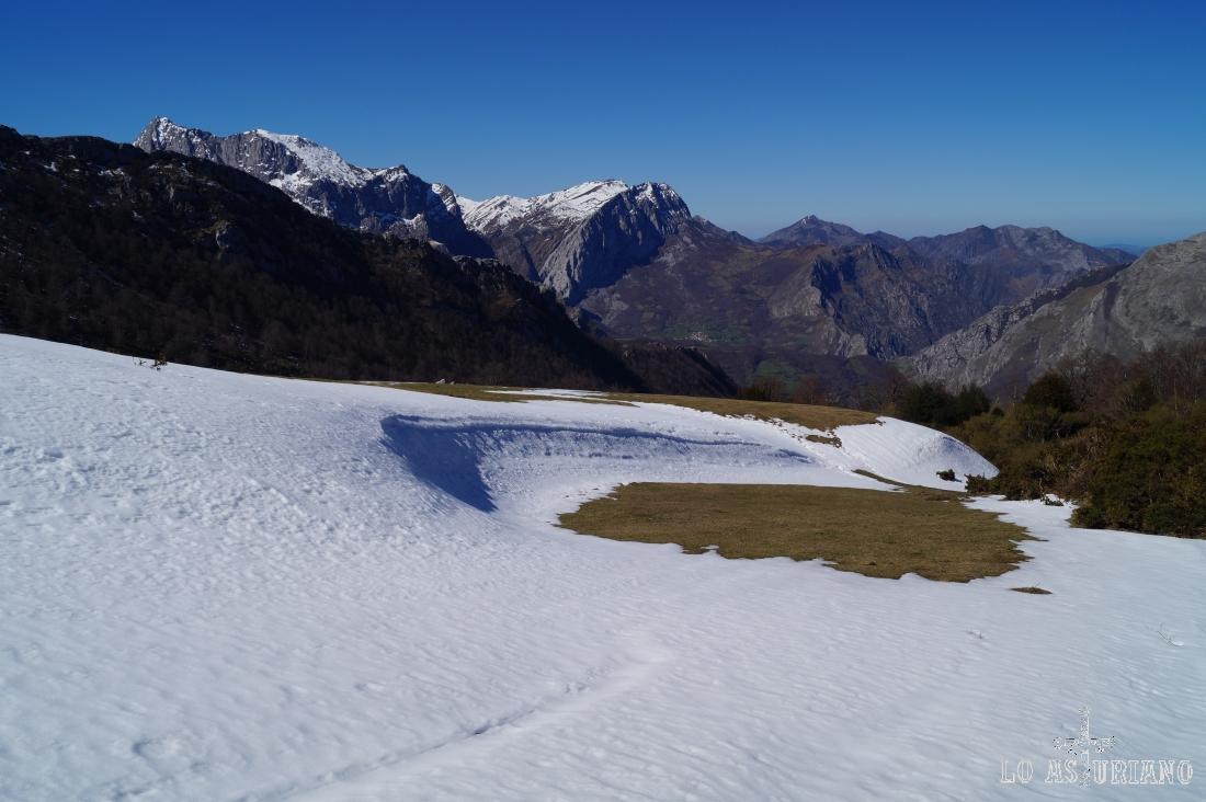 Fíjate la gran cantidad de nieve acumulada por las nevadas de días anteriores.
