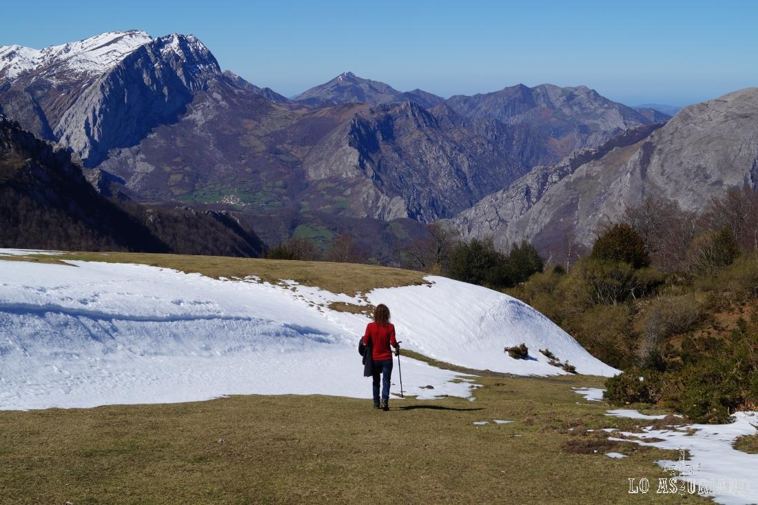 La nieve dificulta más la aproximación a les Caldes, porque hay tramos con más de 1 metro.