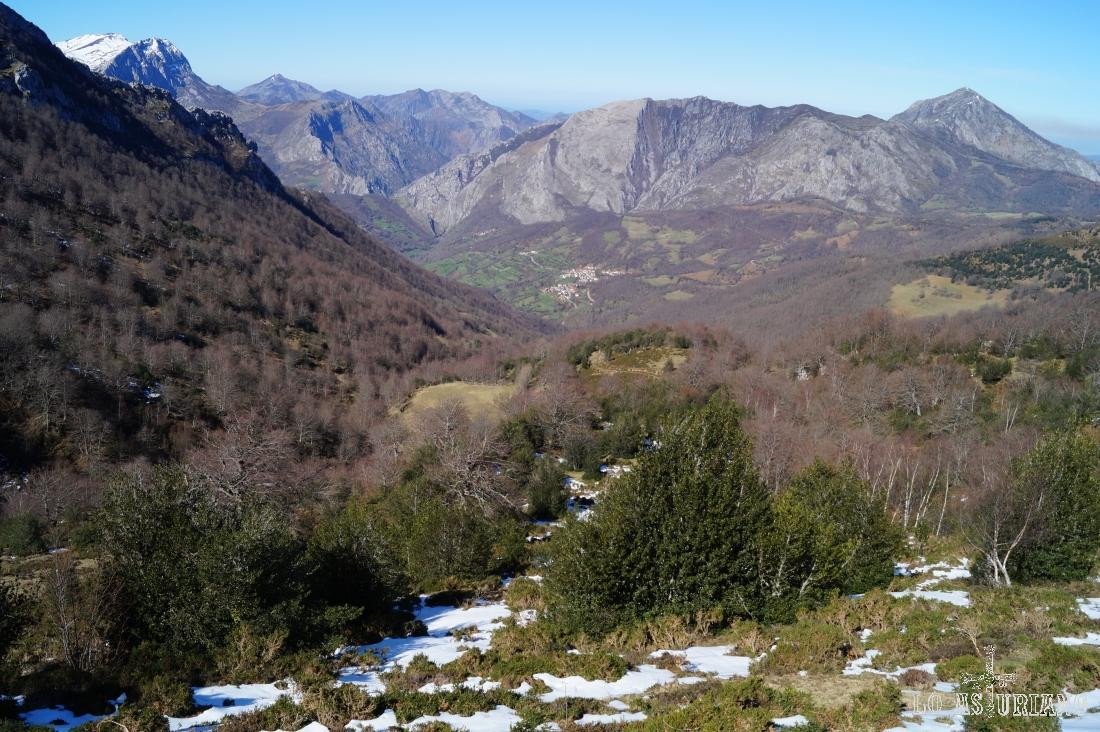 La sierra de Aranga y el Pierzu.
