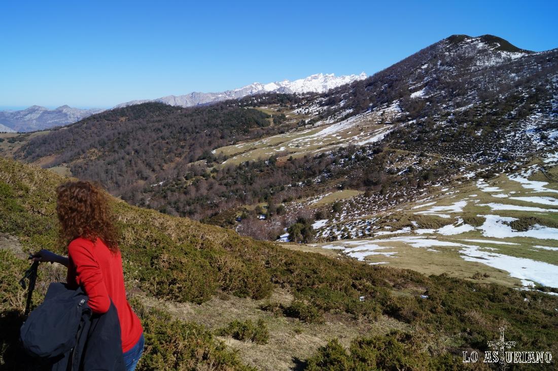 El pico Raso, con sus 1613 metros, a nuestra izquierda.