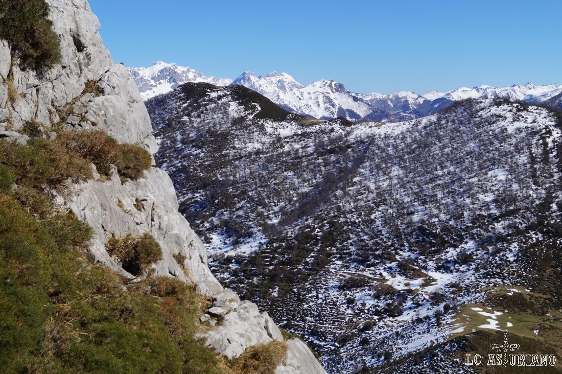 Picos de Europa y el Rasu.