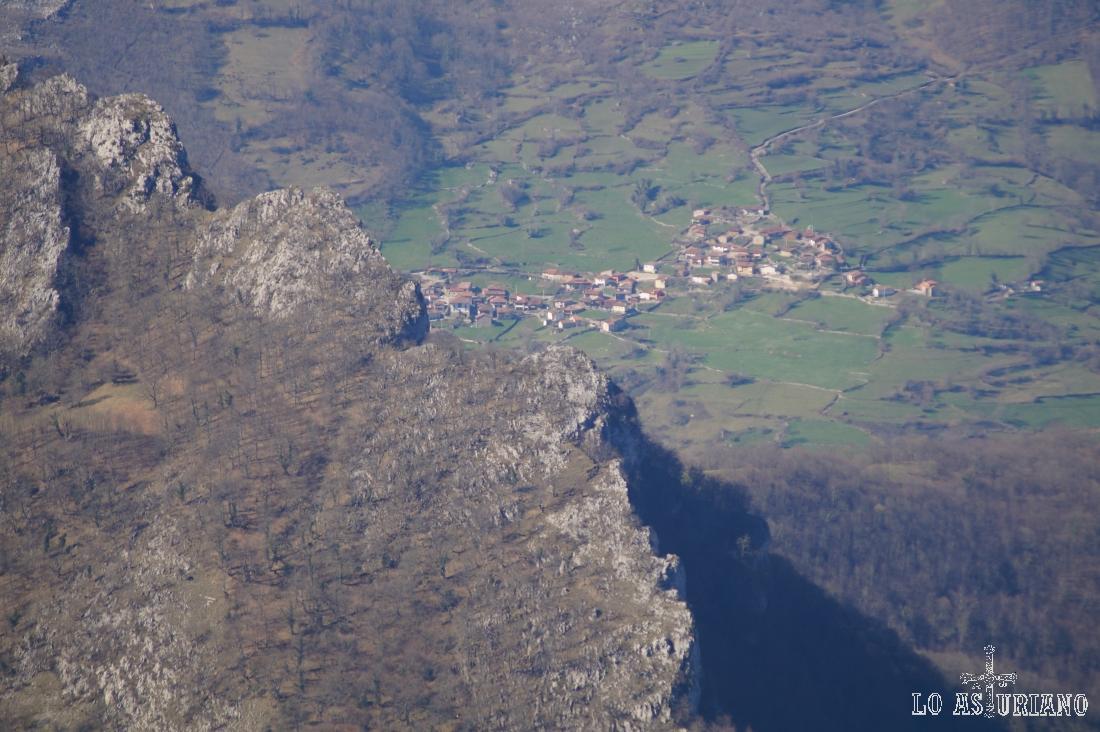 Zoom hacia San Juan de Beleño desde el pico Recuencu.