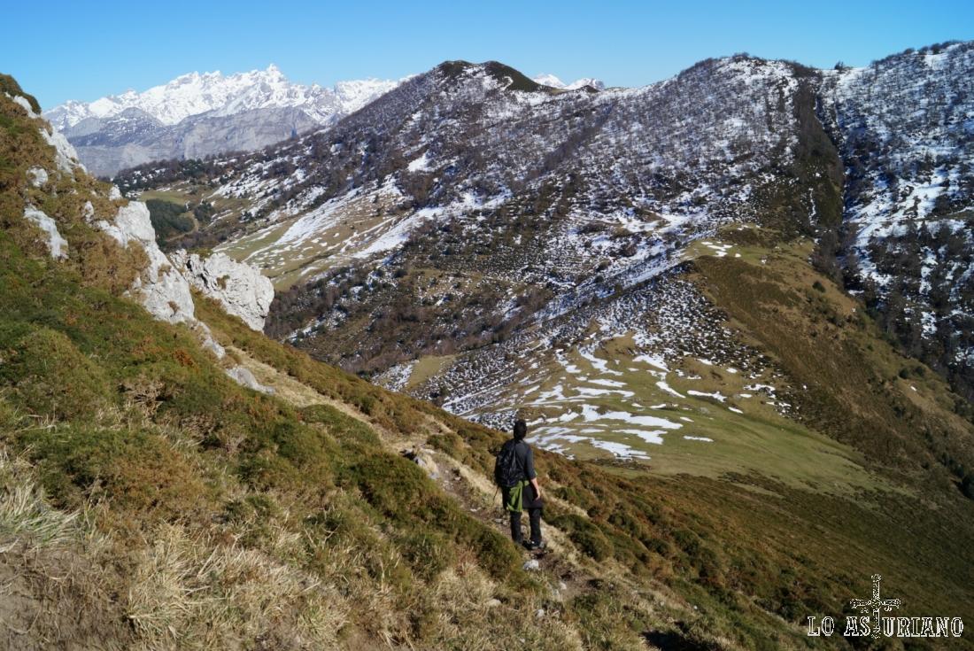 Disfrutando de las vistas en el descenso.