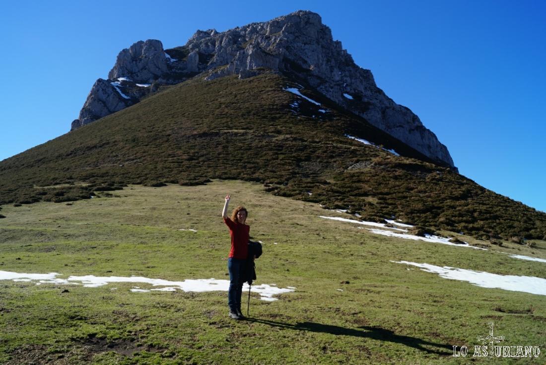 El precioso pico Recuencu, desde la collada de Les Caldes.