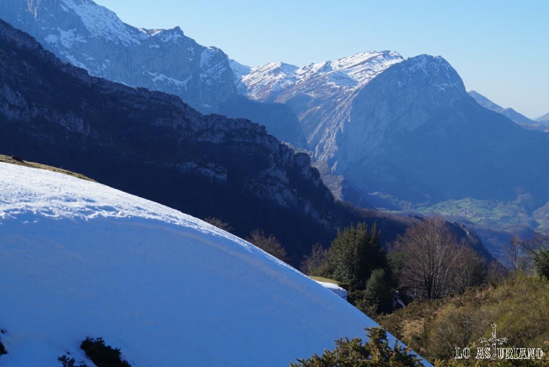 La peña Taranes, tras un buen monto de nieve.