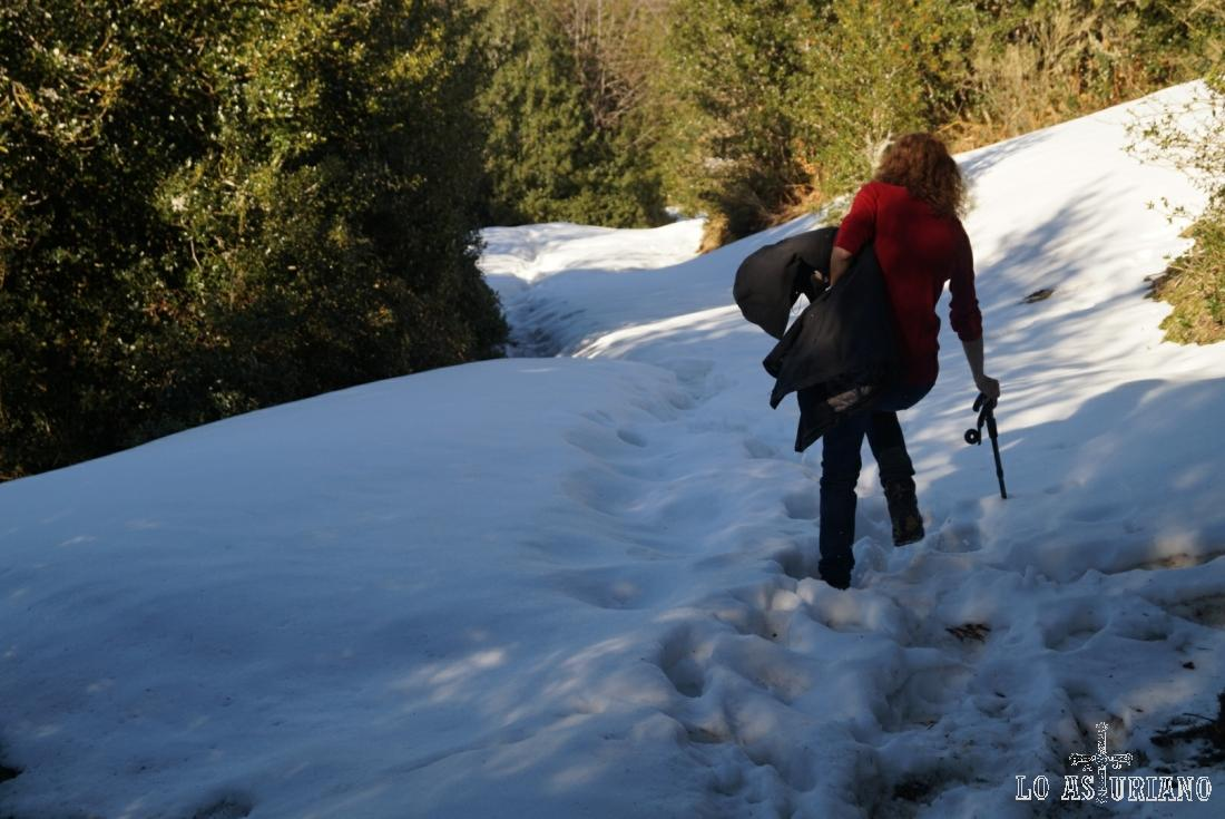 Ante el miedo o de resbalar o de meter el pie en la nieve más de la cuenta. :)