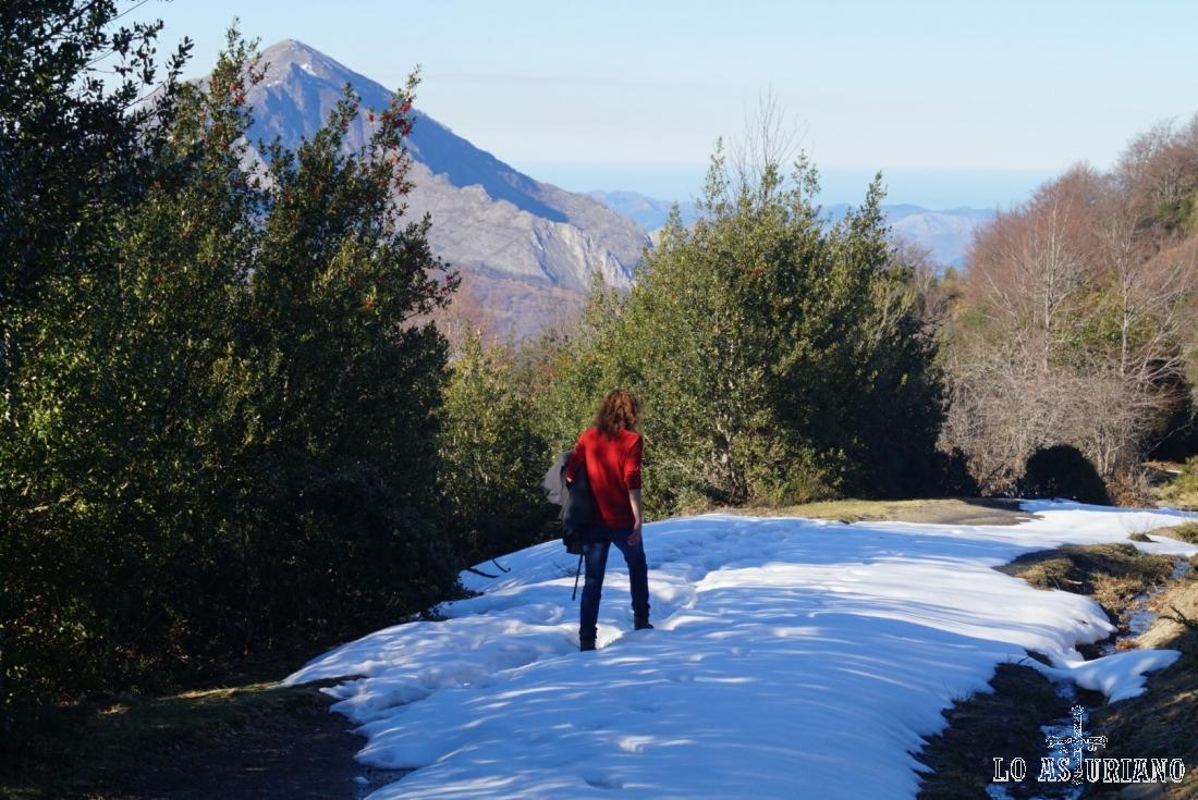 Lidiando con el camino nevado, que nos obliga a un esfuerzo extra.