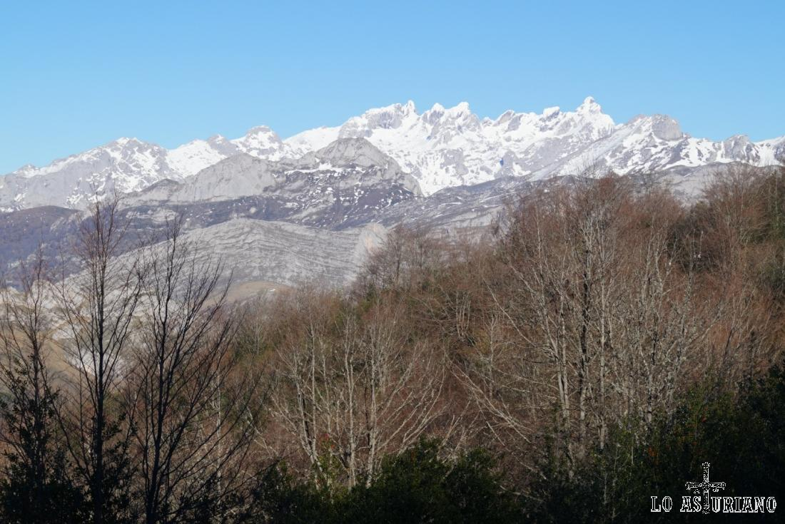 Espléndida imagen del macizo occidental de Picos.