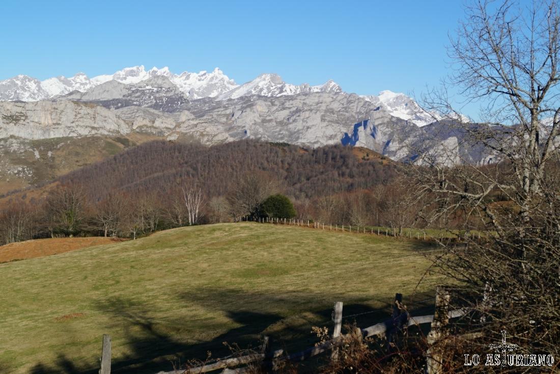 Deleitándonos con las vistas y los paisajes montañeros en Les Bedules.