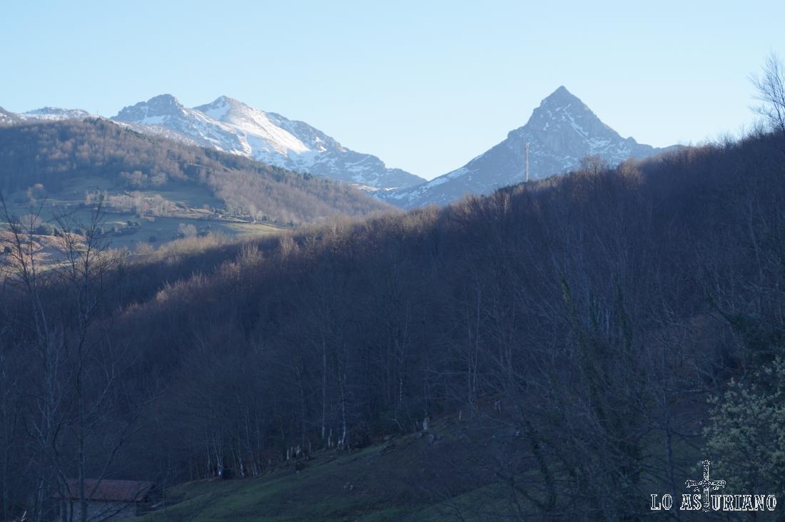 El hermoso pico Recuencu, en cuya cima estuvimos en el día de hoy.