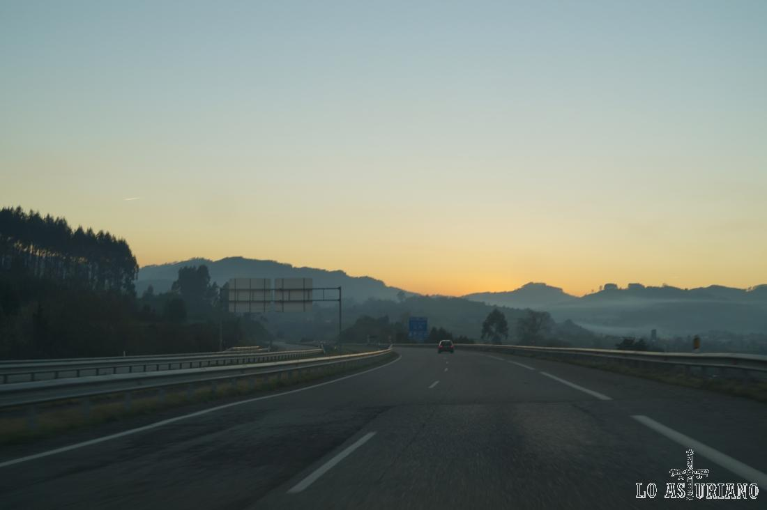Atardeciendo en la autovía Oviedo-León.