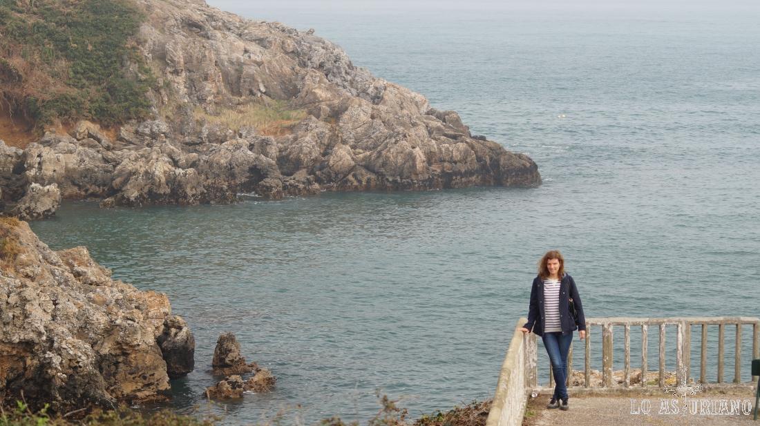Rocas y marea alta en Perlora.