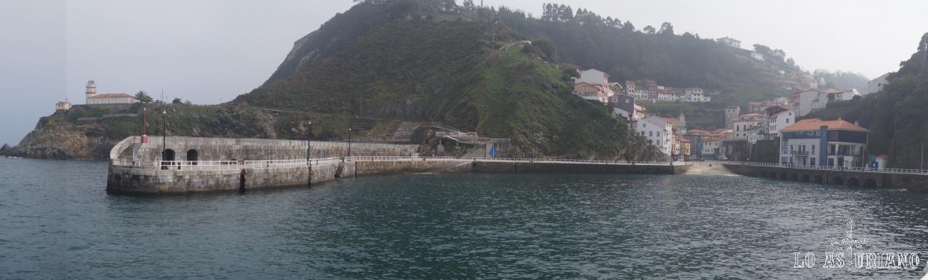 Panorámica del idílico puerto marinero de Cudillero, Asturias.