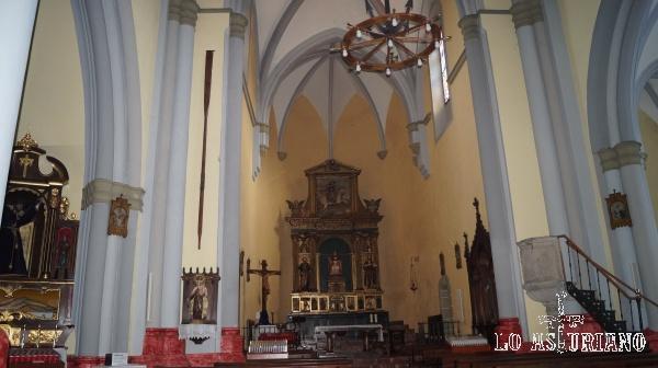 Interior de la iglesia de San Pedro de Cudillero.