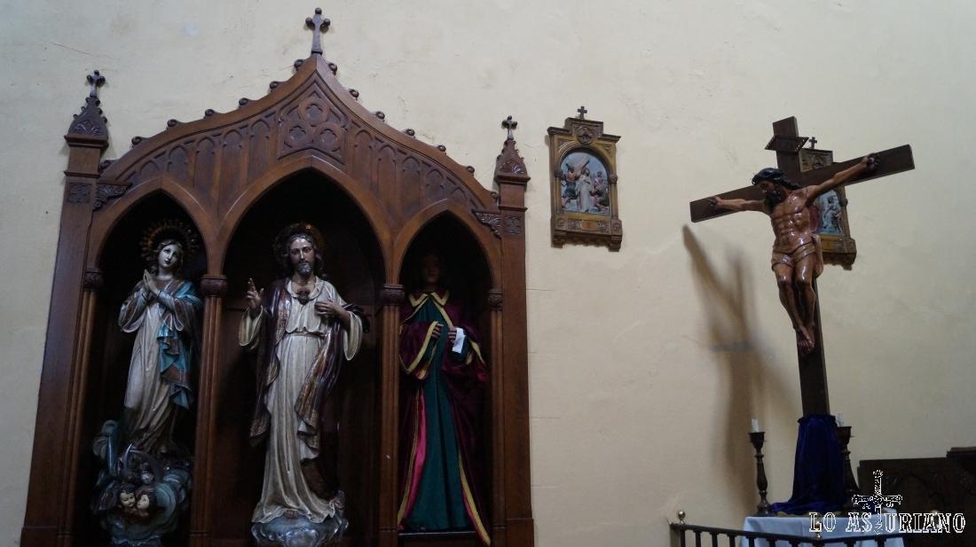 Uno de los retablos de la iglesia de Cudillero.