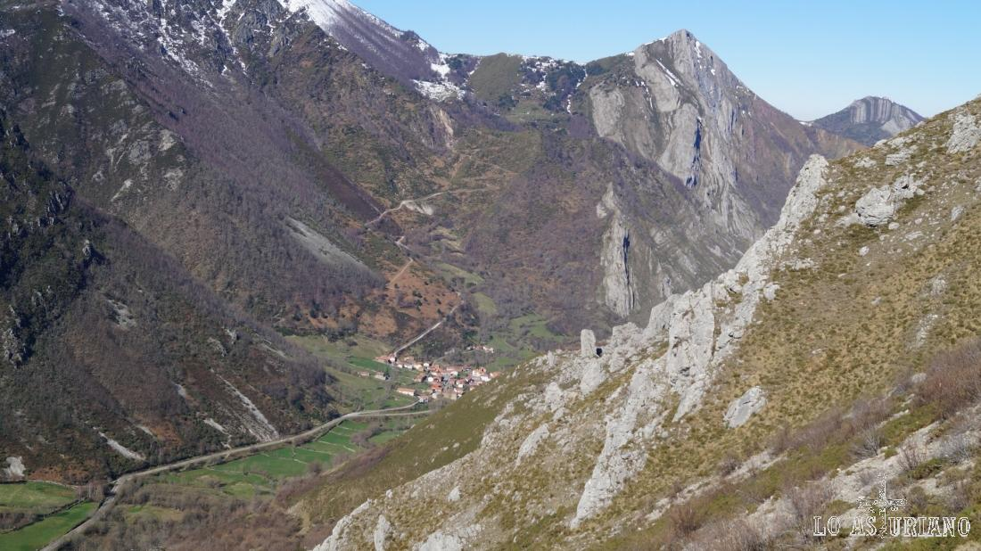 Caunedo, en el valle del río Somiedo.