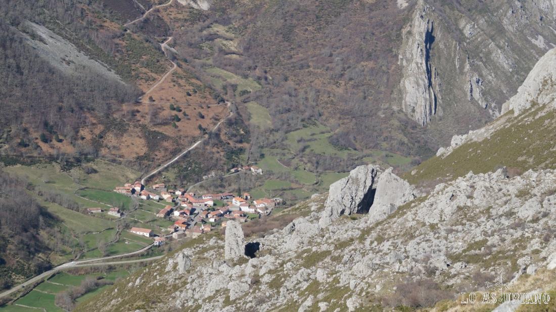 Caunedo, Somiedo, a 960 metros de altura y que cuenta con unos 40 habitantes.