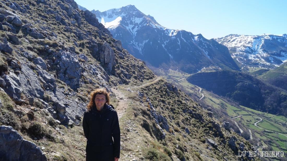 Al fondo, el Alto la Encarralina, de 1855 metros.