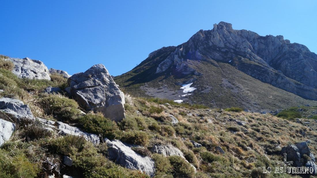 La peña de Guá, de 1679 metros.