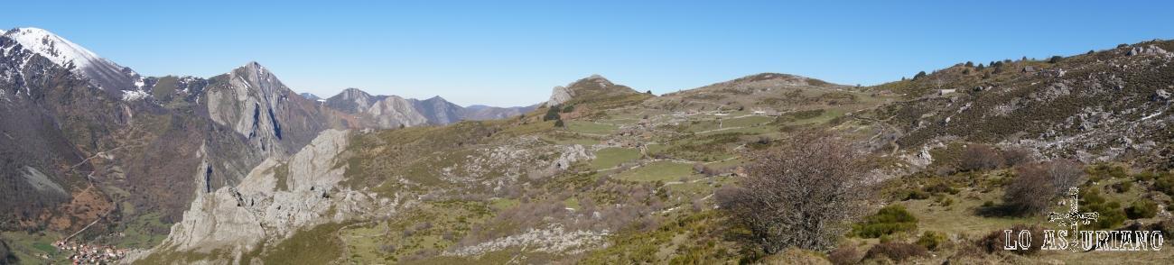 De izquierda a derecha: el Mocosu nevado, peña Mochada, las brañas de Mumián y la peña el Molinón.