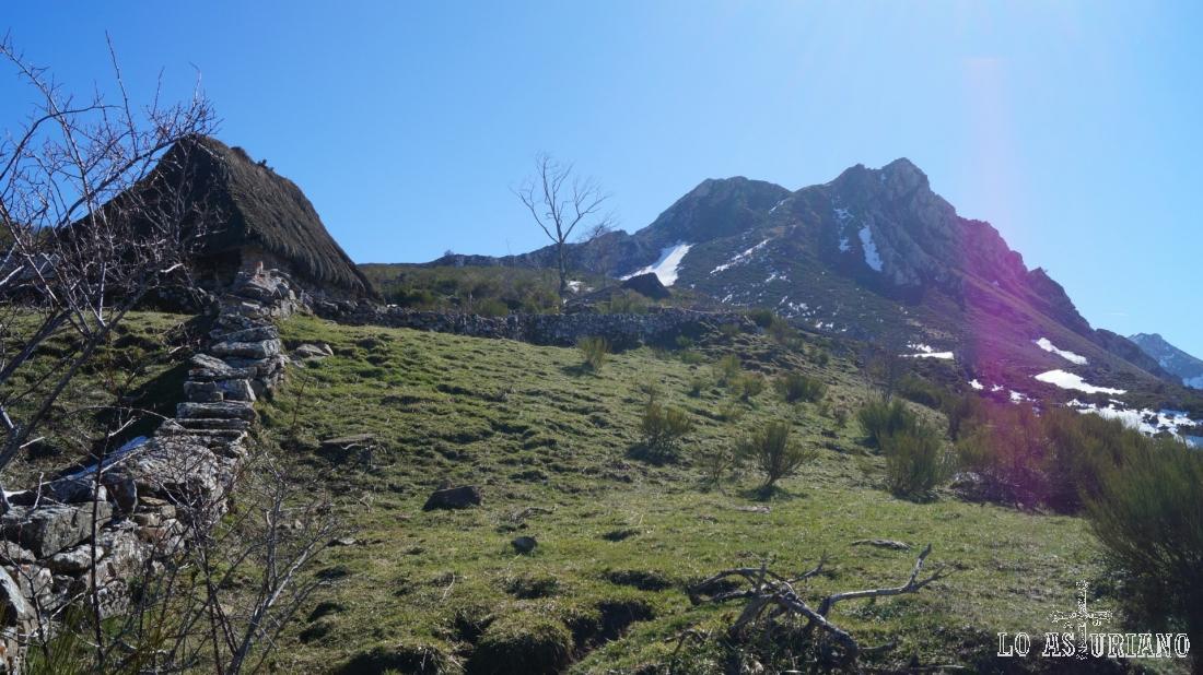 Esta es la peña de Guá, cuya cima suele ser también continuación de esta ruta.