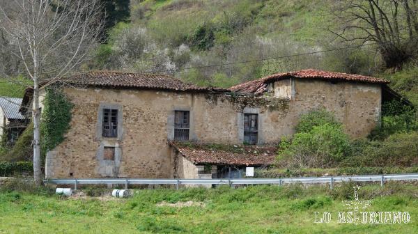 Palacio del Marqués de Valdecarzana, en San Martín, Teverga.
