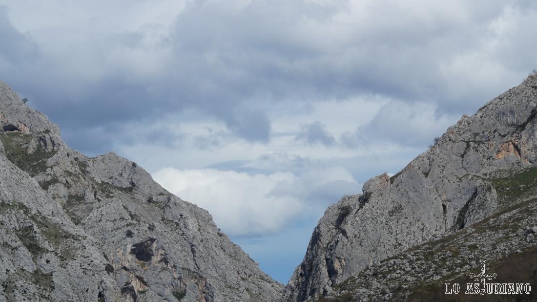 Desfiladero de Valdecerezales desde Entragu, Teverga.