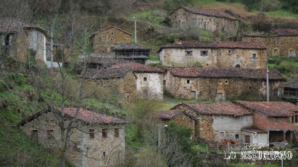 Casas en Orderias, concejo de Somiedo, Asturias.