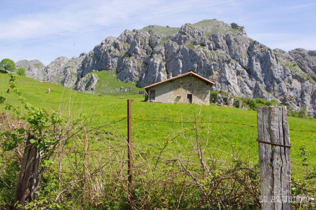 Vas a ver muchas casitas ganaderas, así como también chaletitos vacacionales.