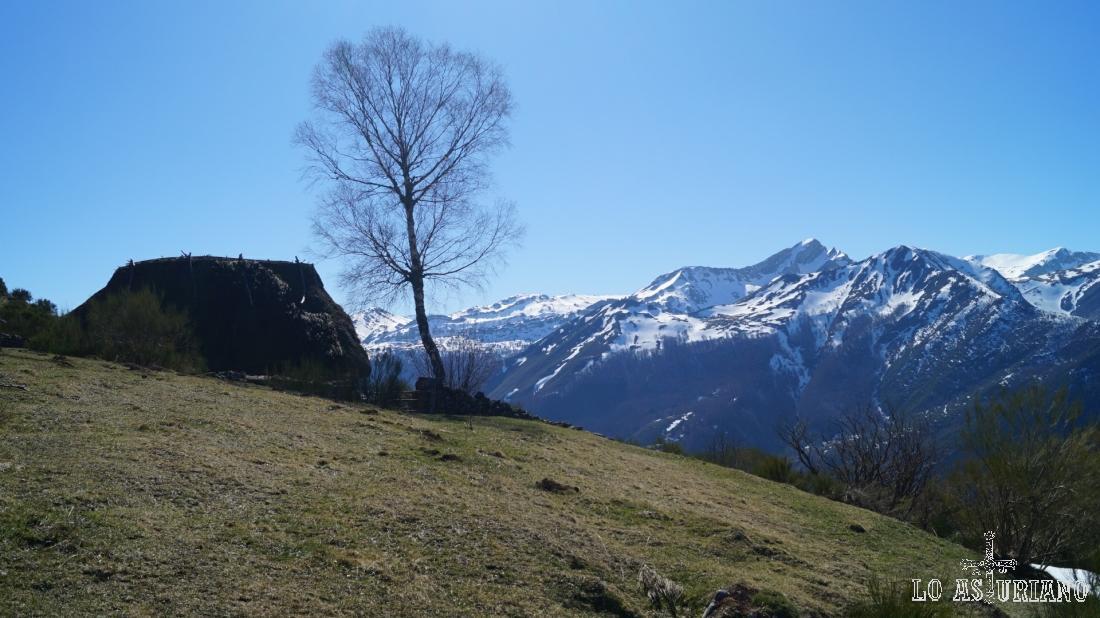 Paisaje desde la braña de Mumián, Somiedo, Asturias.