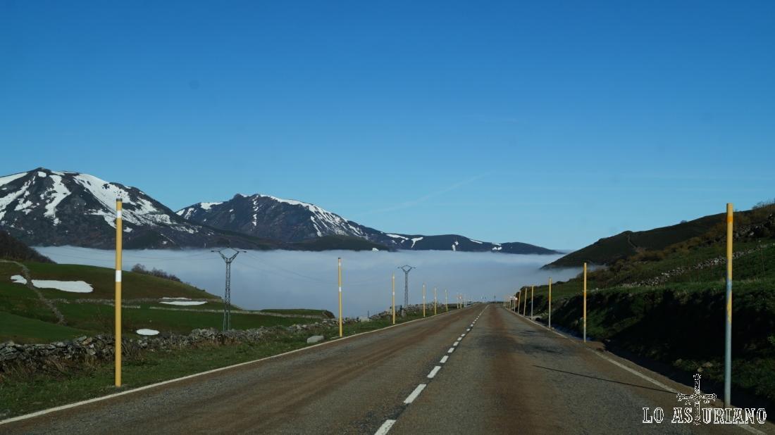 Niebla en el lado asturiano del puerto de Leitariegos.
