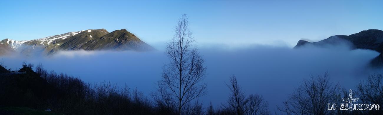 Mar de niebla subiendo el puerto de Somiedo.