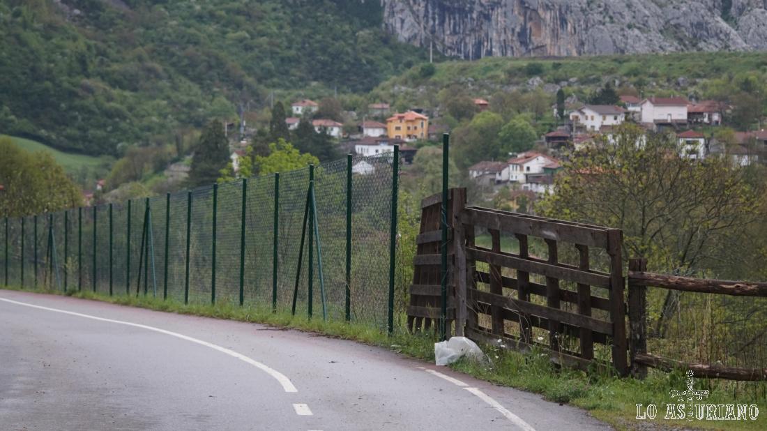 Observando ya las casas de Entrago/Entragu, que está apenas a 1,1 km de San Martín.