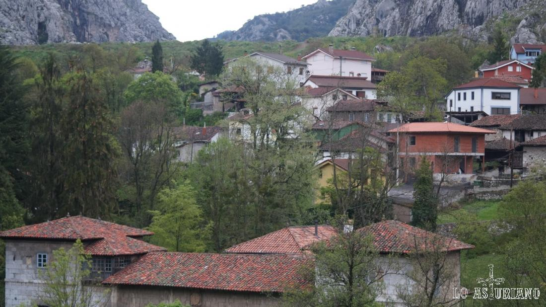 El coqueto pueblo de Entrago.