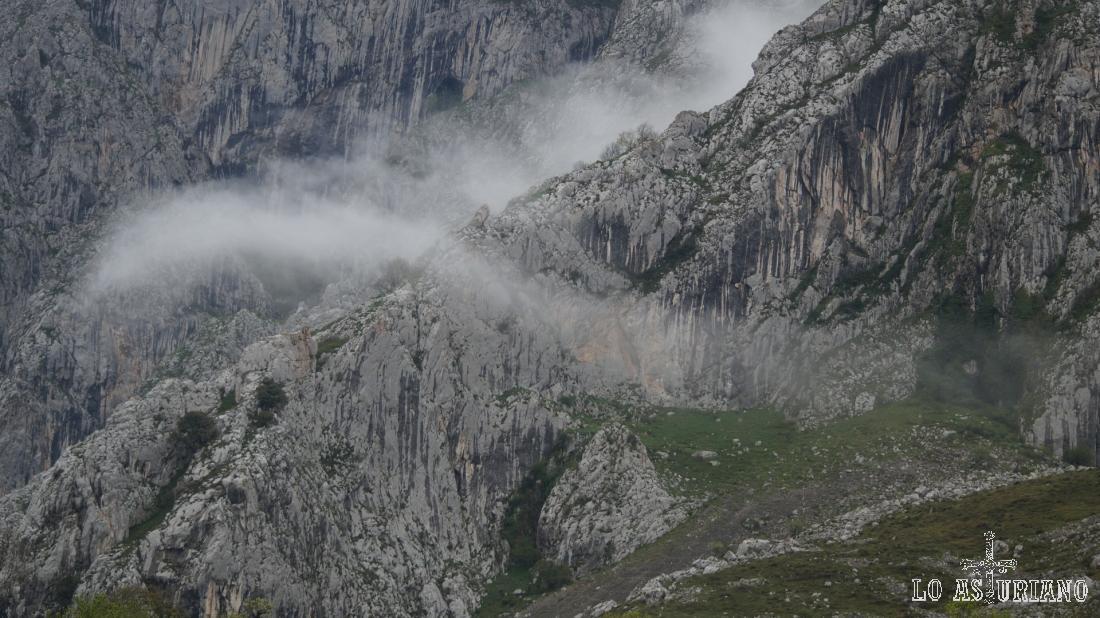 Preciosas y sutiles nieblas en la sierra de Sobia.