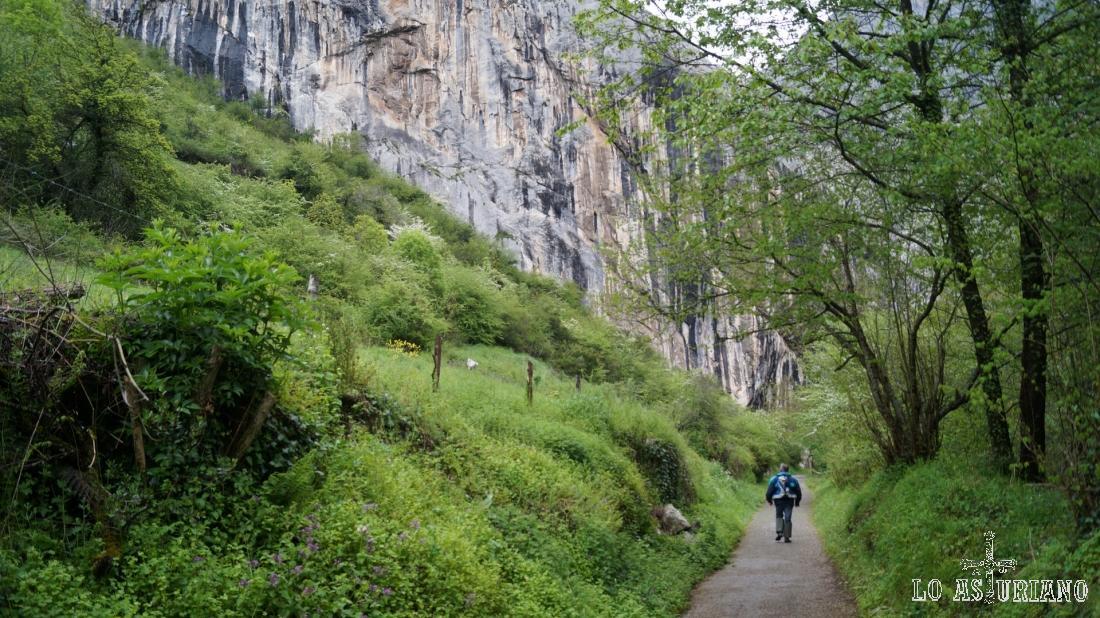El muro de la sierra de Peña Gradura, apto para la escalada.