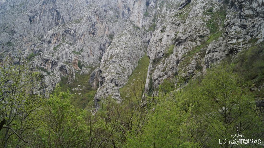 Laderas del Caldeiru, en la sierra de Sobia.