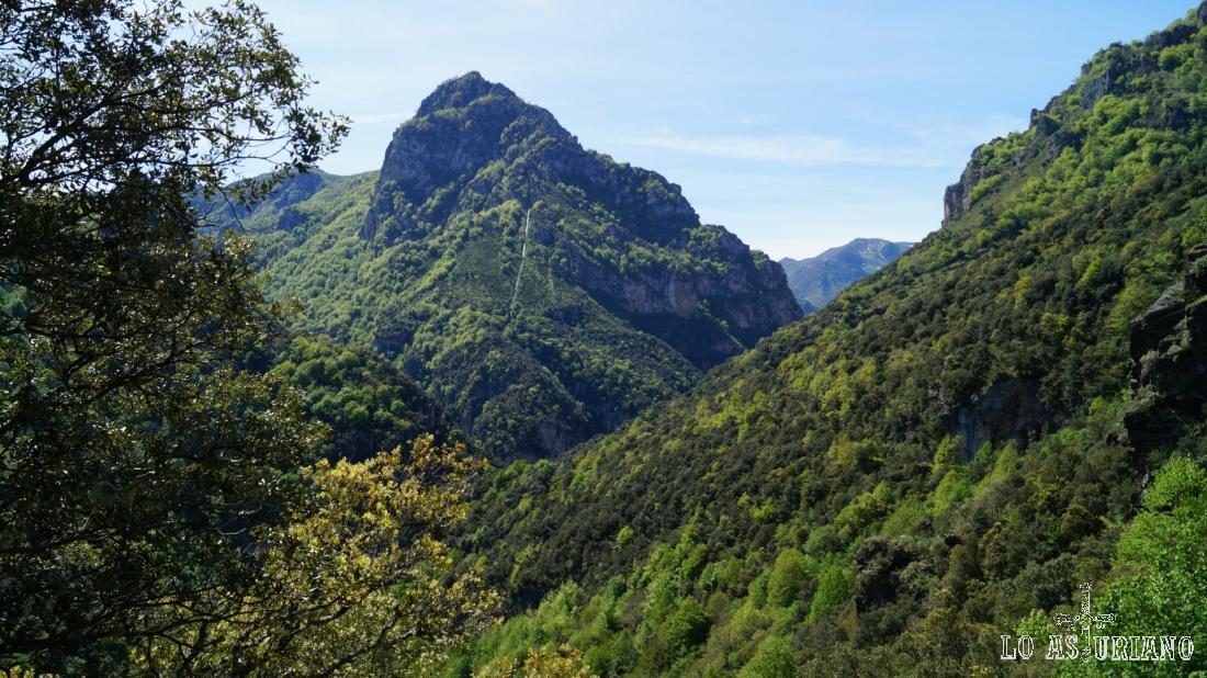 Preciosas vistas desde la ruta de Castro, espléndido paseo en la parte baja del parque de Somiedo.