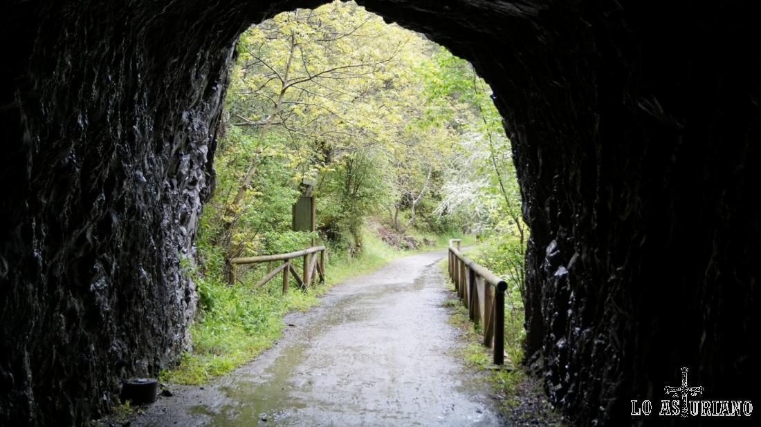 La salida del larguísimo tunel (300 m).