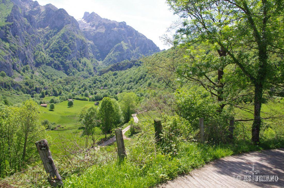 Valle de Angón en primavera.