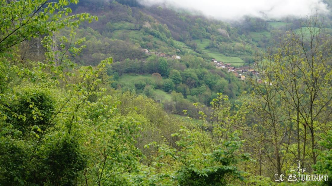 Santa María, al otro lado del valle.