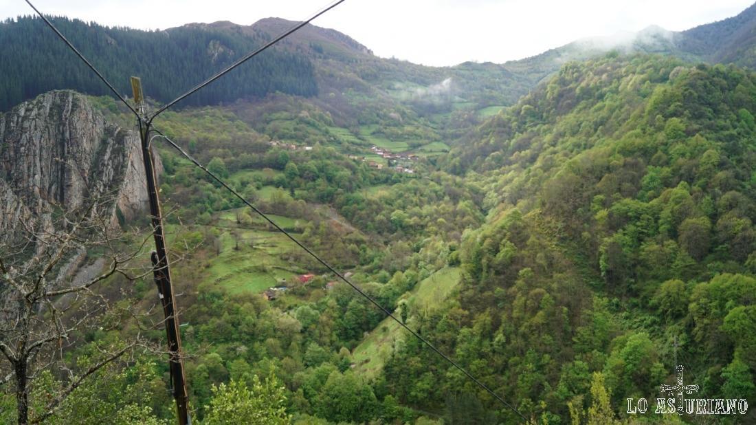 El pueblo de Santa María, por cuyo entorno baja el arroyo de San Martín.