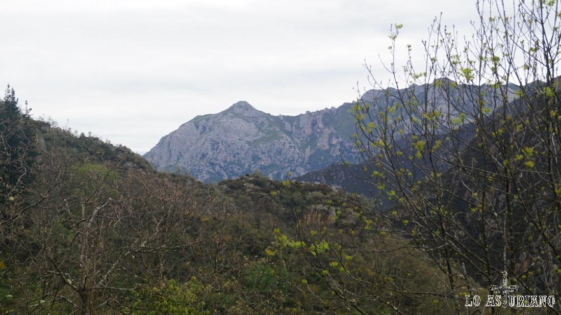 Zoom hacia la sierra de Caranga.