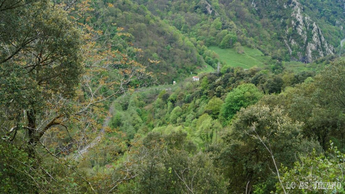 El precioso valle del río Teverga.