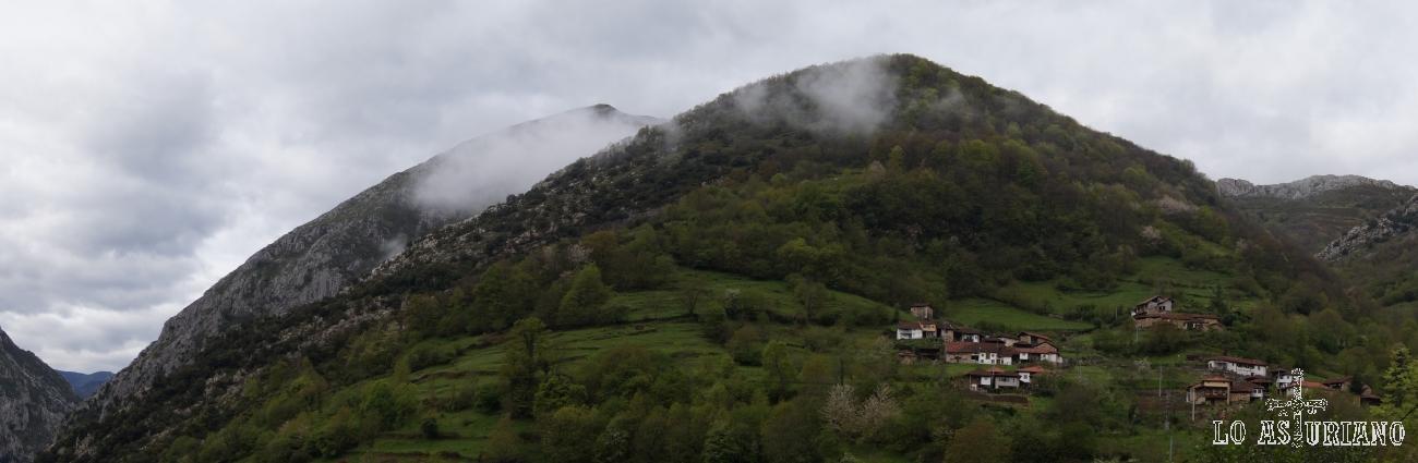 Preciosa panorámica de la sierra de Peña Gradura y del pueblín de Fabar.