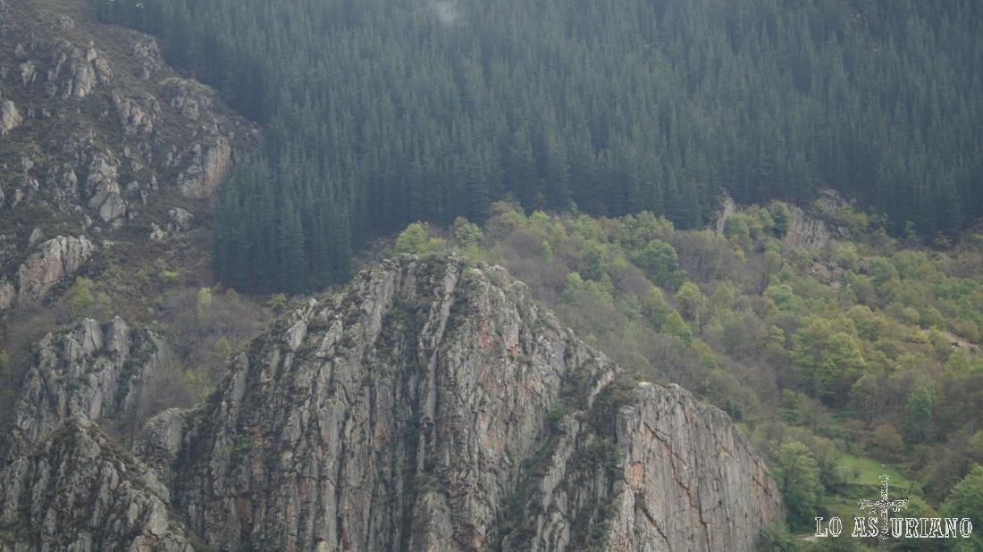 Laderas del otro lado del valle del Teverga.